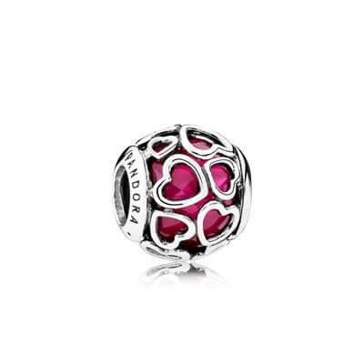 Шарм «Ажурные сердца с красным камнем»